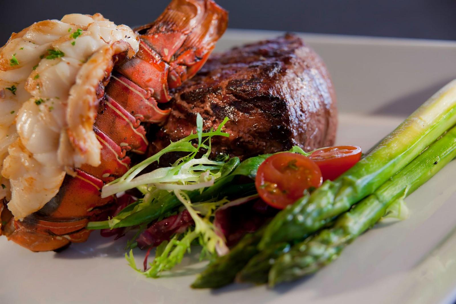 L g smith 39 s steak chop house aruba restaurants for Smith cuisine